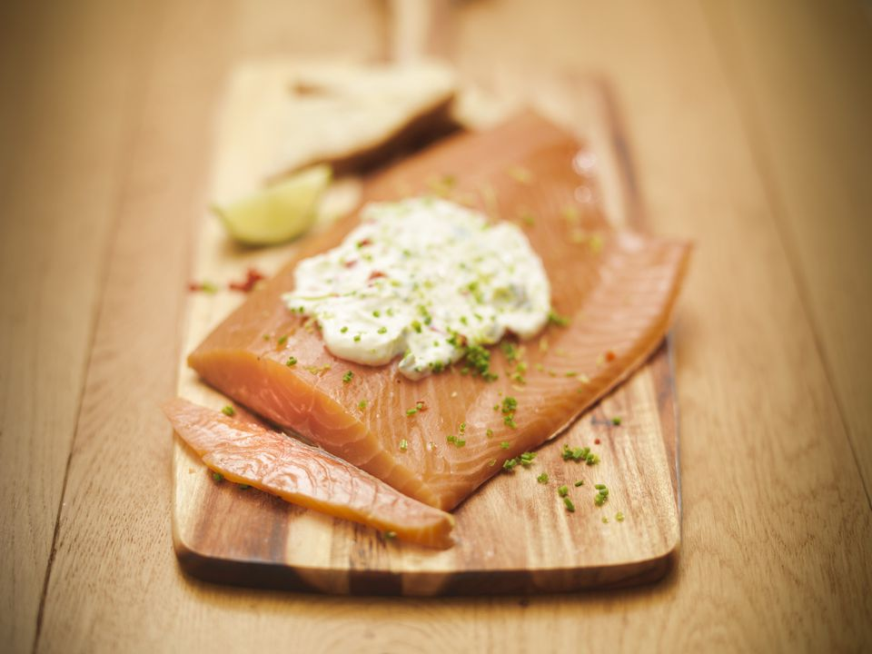 Plate of salmon with tartar sauce