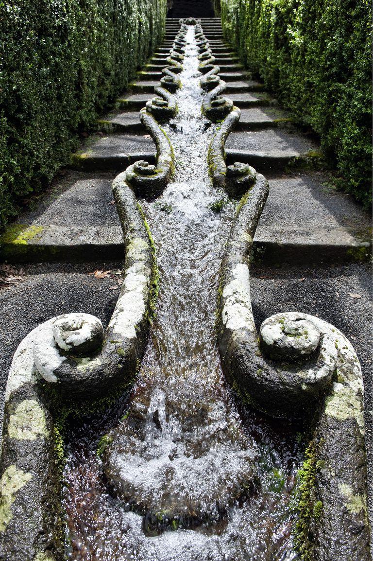 Sculpture that resembles an esophagus