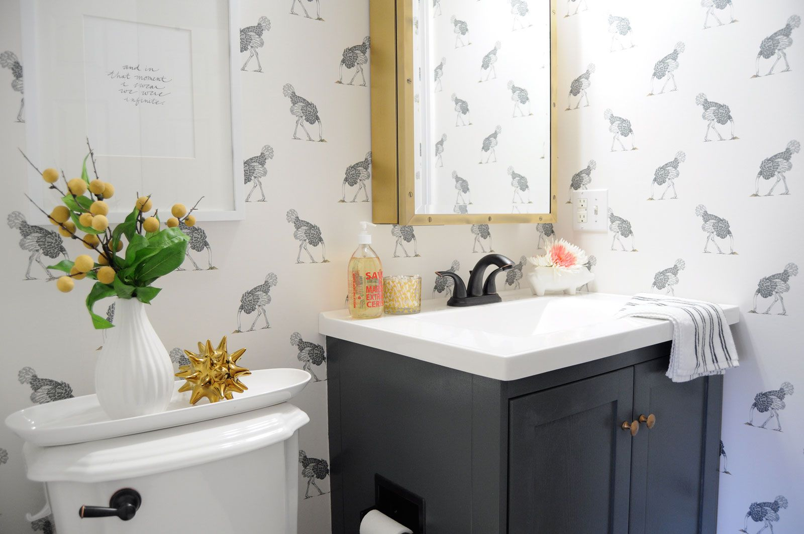 10 pretty powder rooms we love Pretty powder room ideas