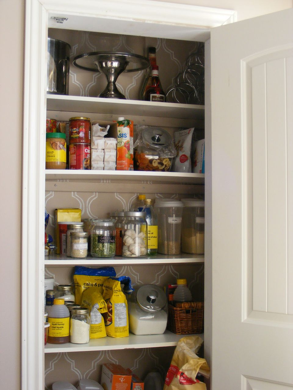 Pantry ideas to help you organize your kitchen for Kitchen pantry ideas