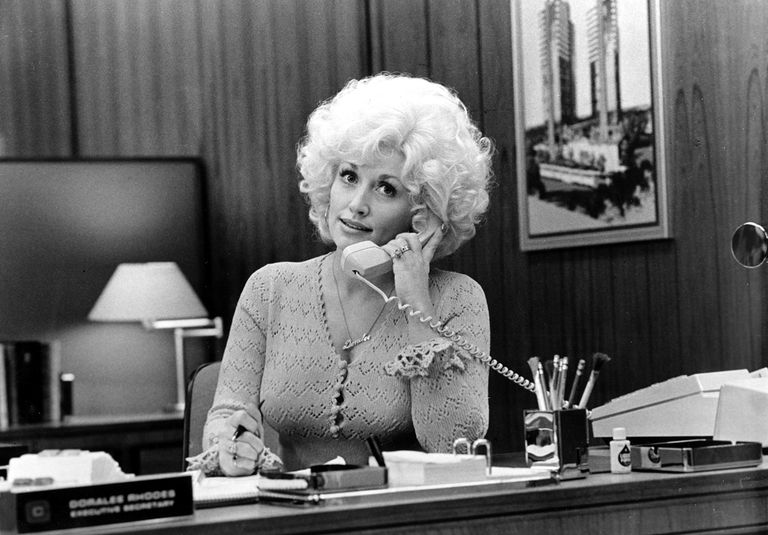 Country singer Dolly Parton acts in a scene from the movie '9 to 5' in 1980