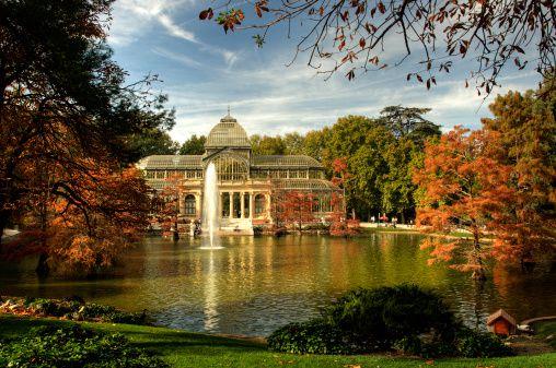 Autumn in artificial lake of Palacio de Cristal