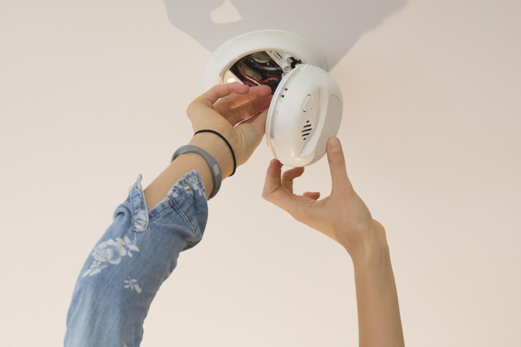 how to install hardwired smoke detectors