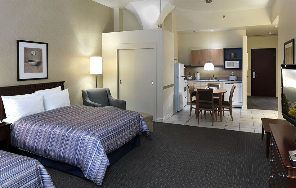 Square Phillips Hotel And Suites Reviews