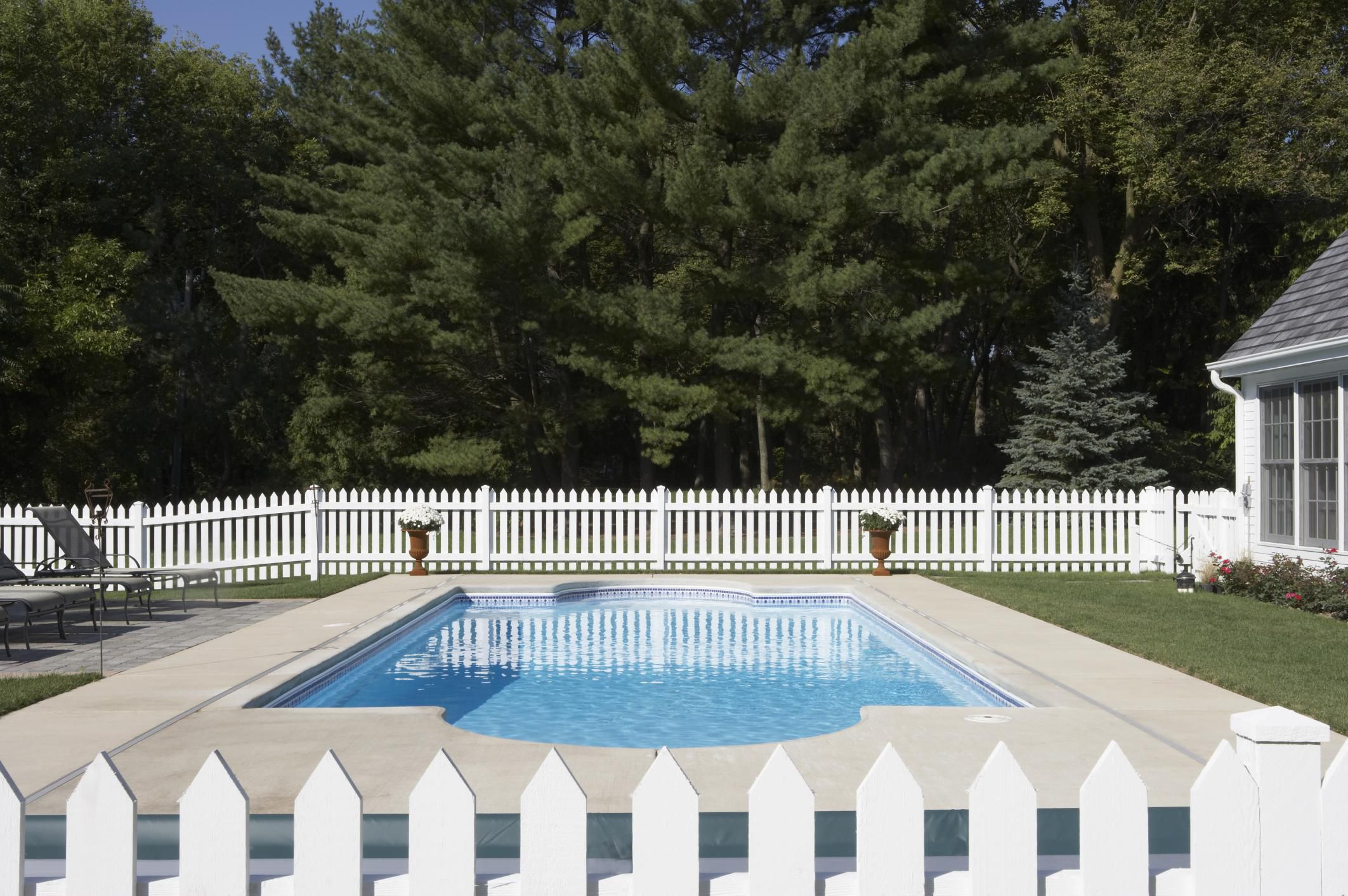 buying homes with swimming pools - what to look for
