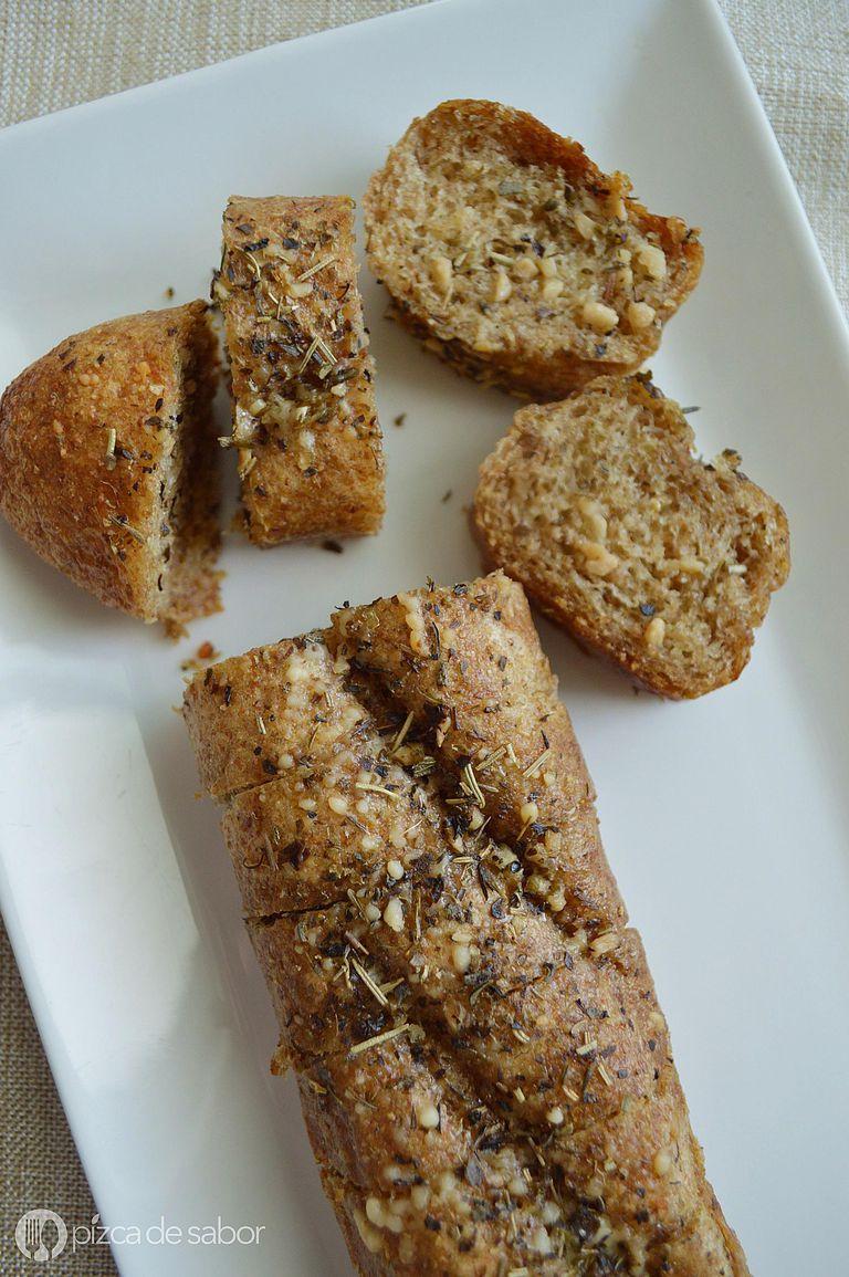 Pan con ajo, queso y hierbas
