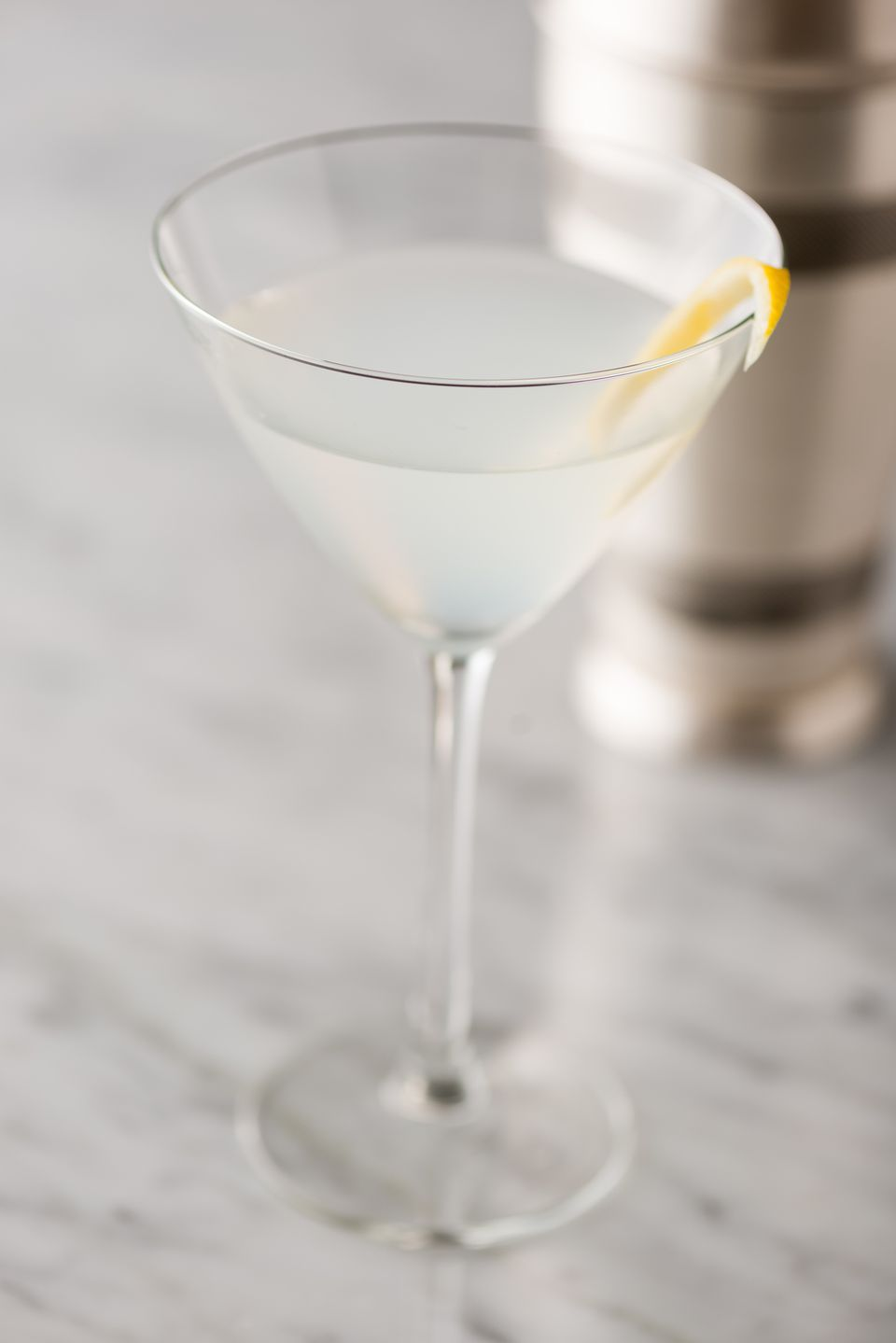 Show off your best vodka in the clean crisp vodka martini for Vodka martini