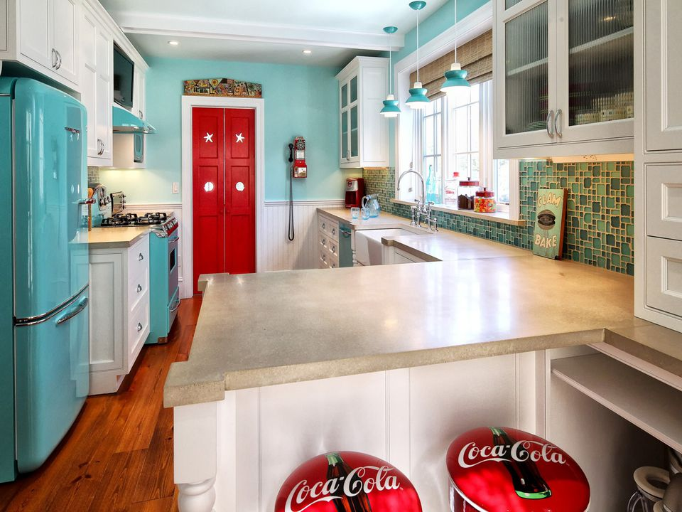 retro turqouise and red kitchen