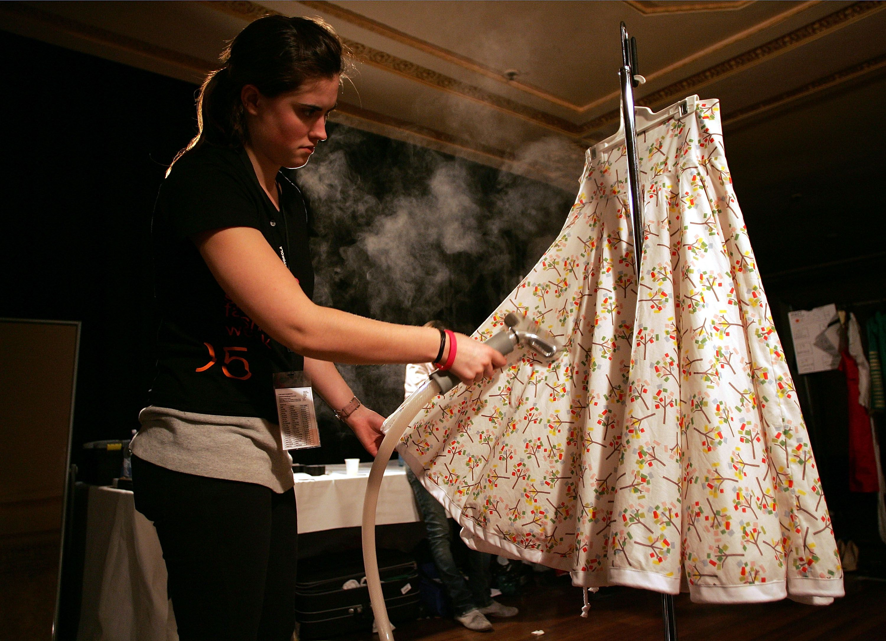 how to select an outdoor or indoor clothesline