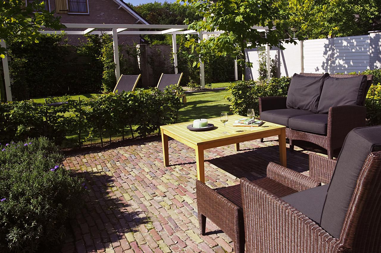 The Pros and Cons of Brick Floor Surface Coverings