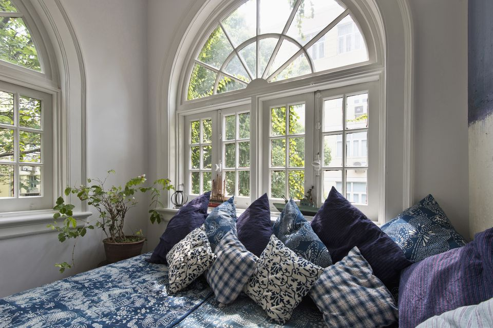 Throw pillows on daybed