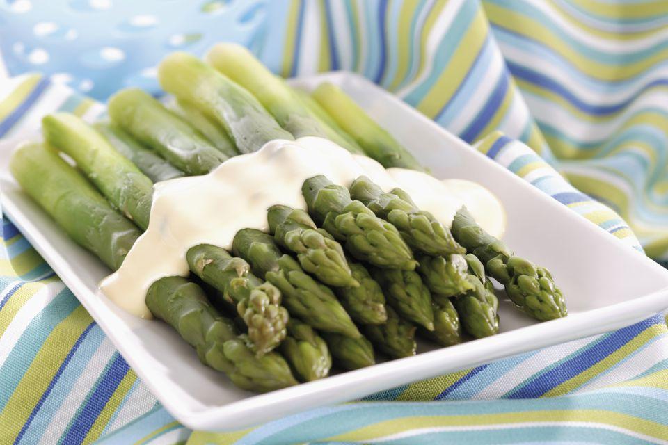asparagus with white sauce