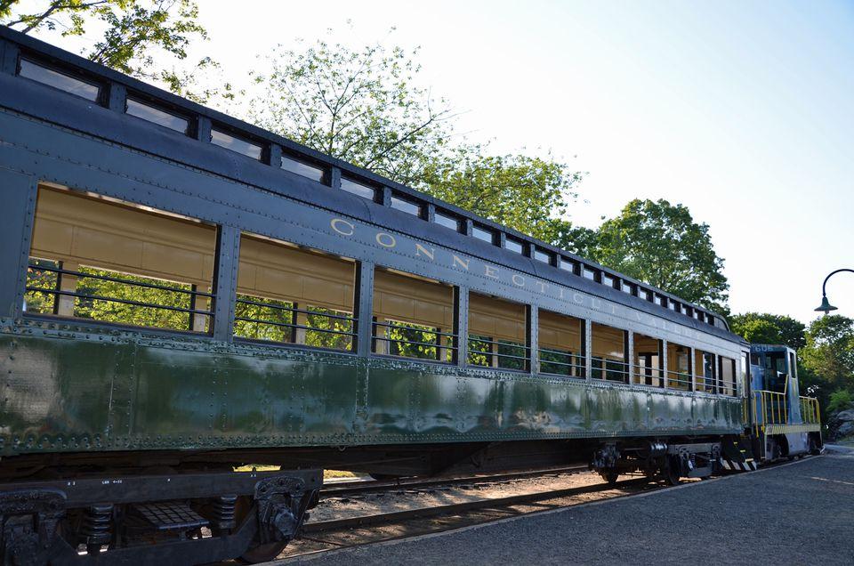 Essex Steam Train - Attractions Near Mohegan Sun