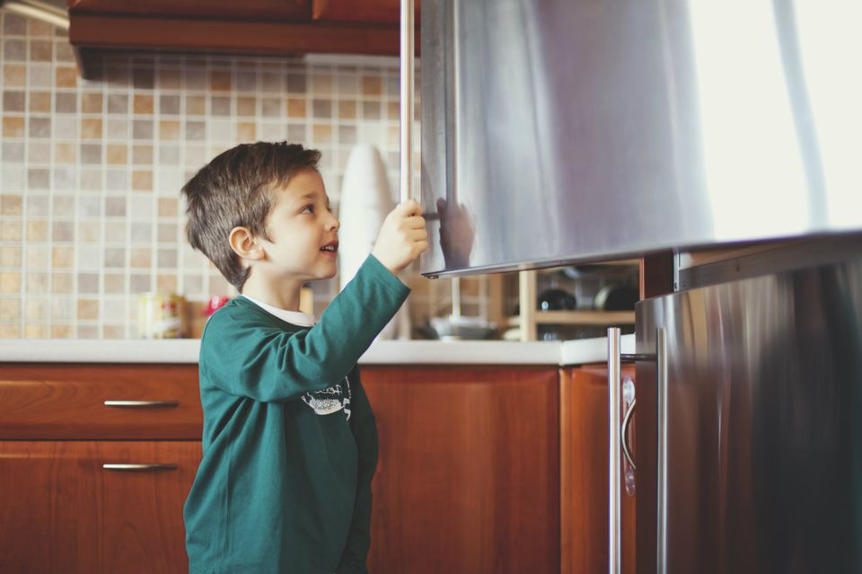 How to Disinfected and Organized Your Refrigerator Fast