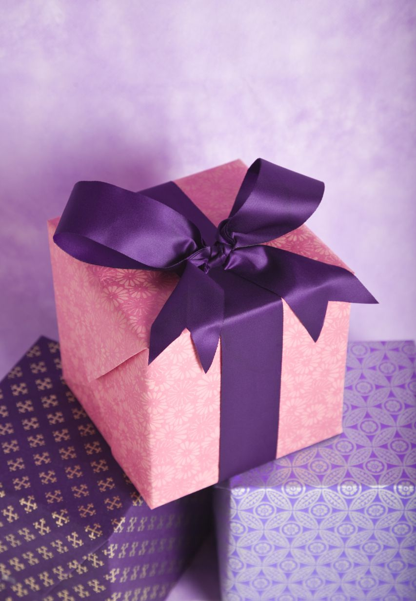 How Much Spend Wedding Gift: Bridal Shower Gifts: What To Spend