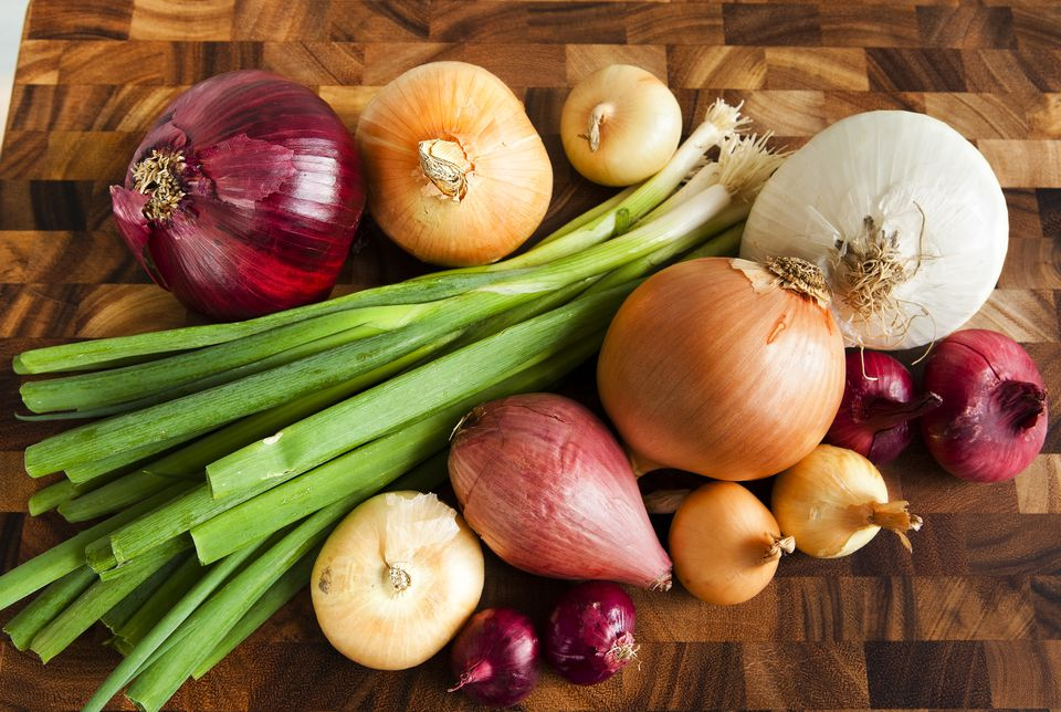 How to use raw onions in salads for Plenty of fish kc