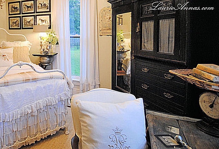 Cottage Bedroom Design using the country cottage style for bedrooms