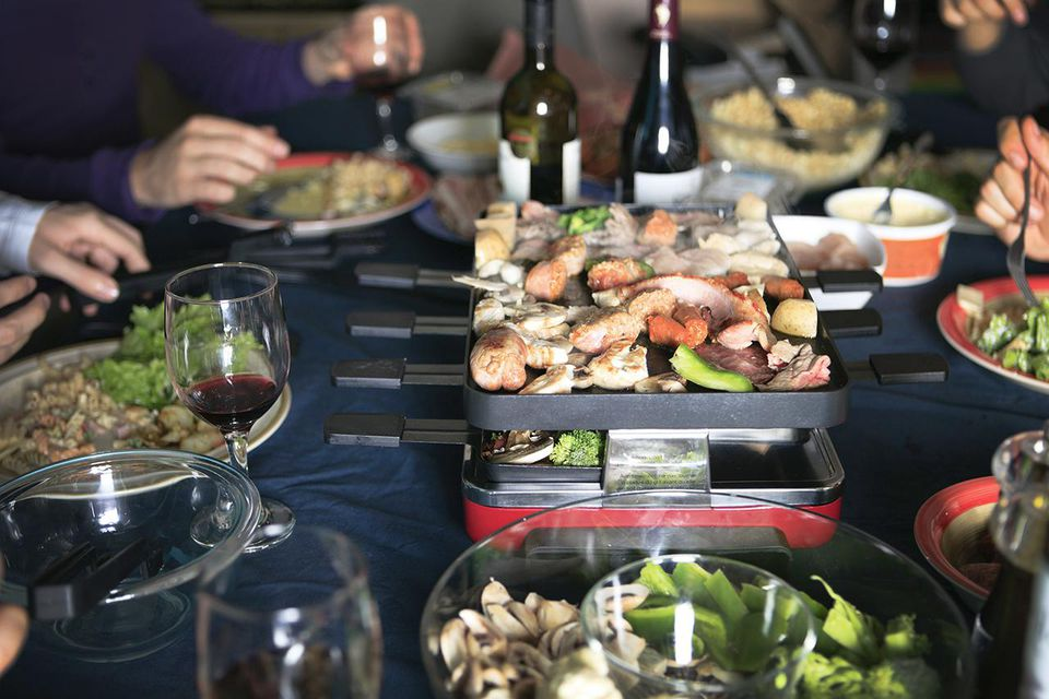 How to serve and prepare raclette for a dinner party - La table a raclette ...