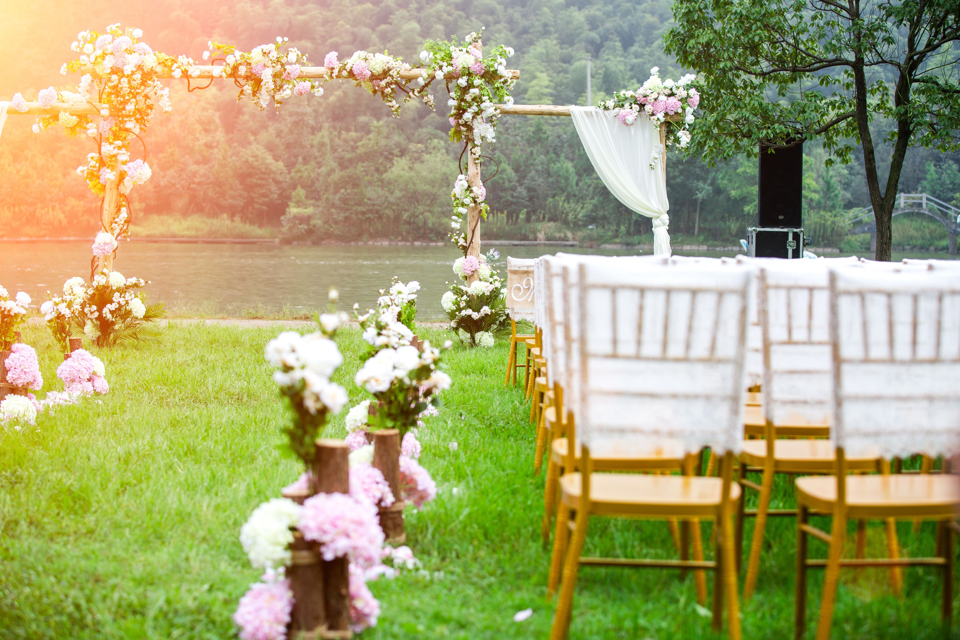 Outdoor Wedding Ideas Tips From The Experts: What To Know When Attending An Outdoor Wedding In The Summer