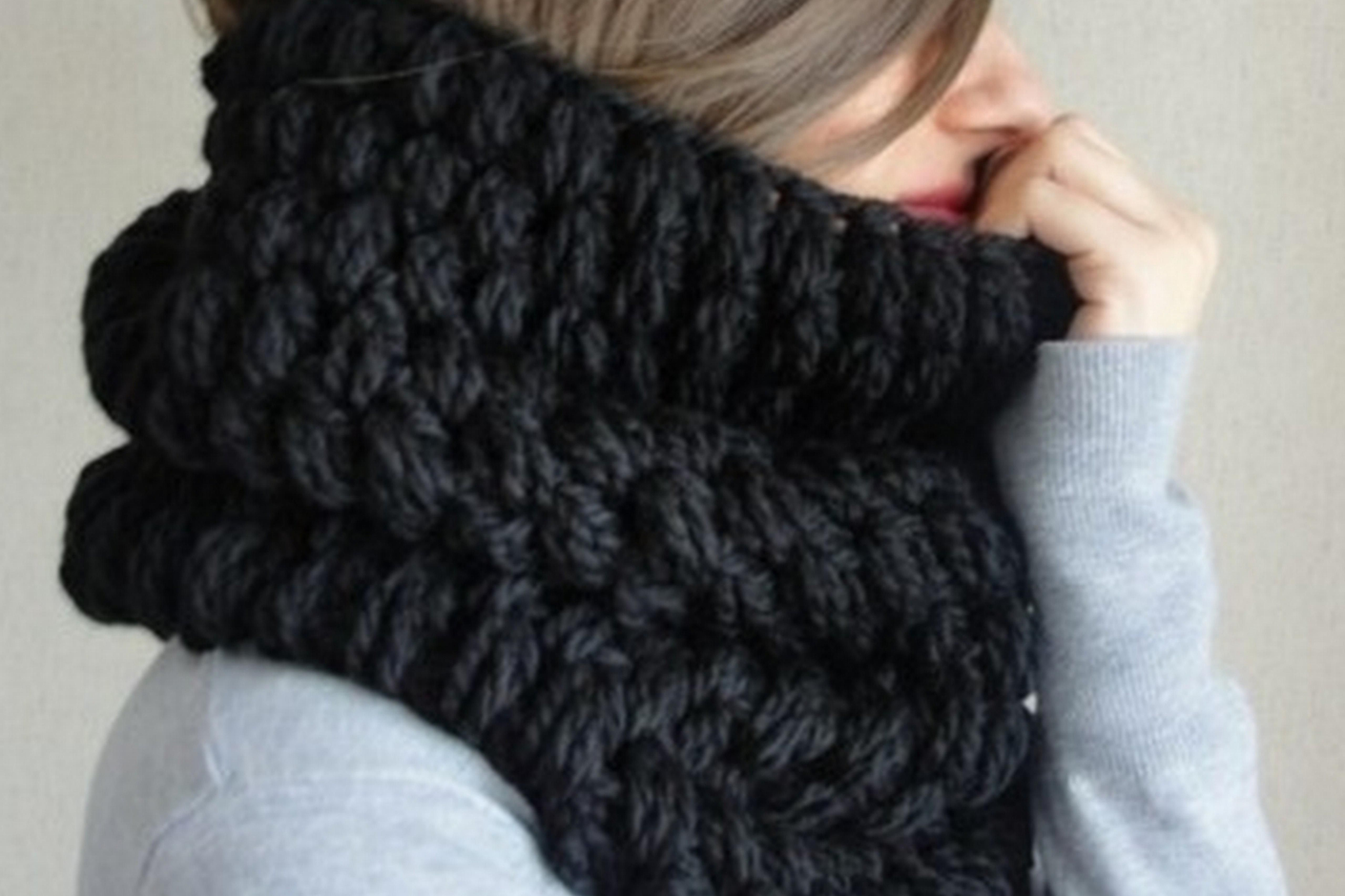 What Is a Snood Scarf and How Do You Wear It