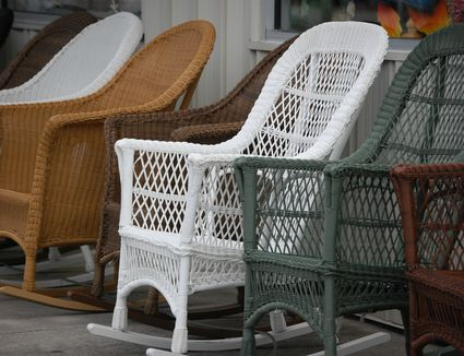 metal lawn chairs and gliders history