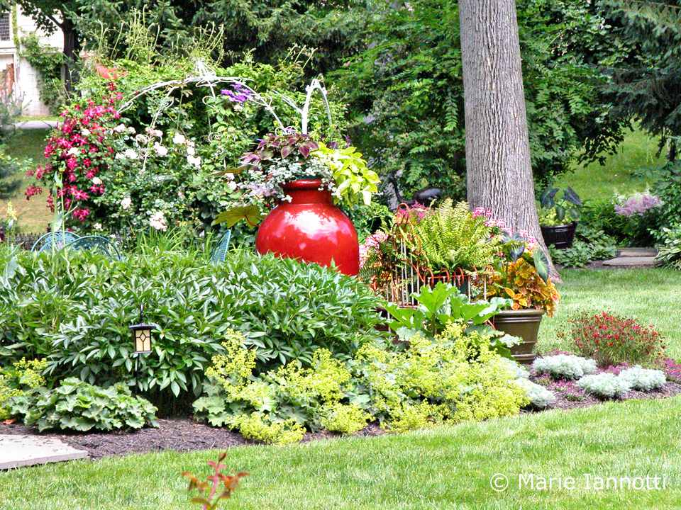 Garden Layout Ideas Small Garden Planning and designing a small garden small garden design with impact sisterspd