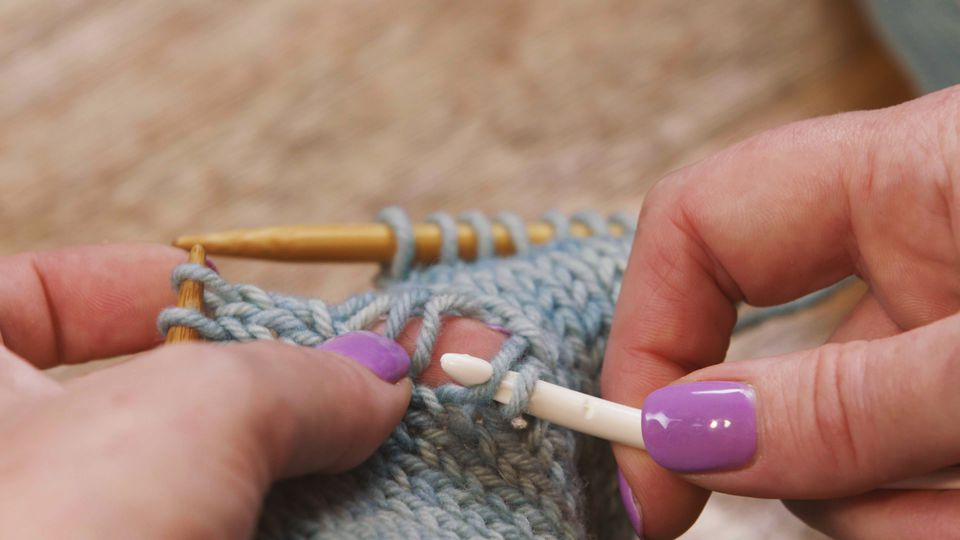 how to pick up a dropped knit stitch