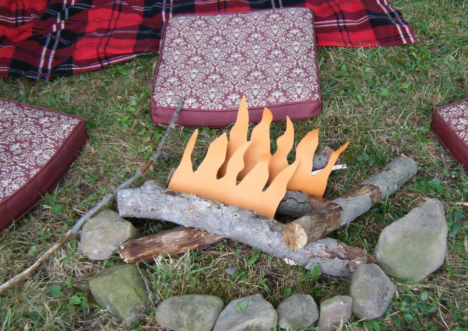 Camping Party Ideas: Faux campfire