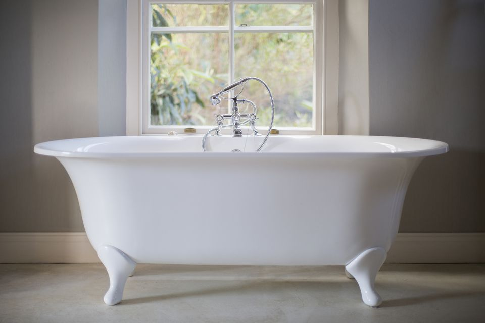 Fixing a Bathtub That Has Already Been Refinished