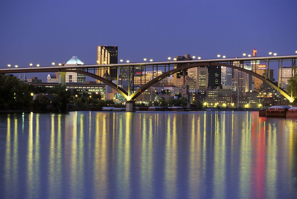 USA, Minnesota, St. Paul skyline and Smith Avenue / High Bridge on Mississippi River