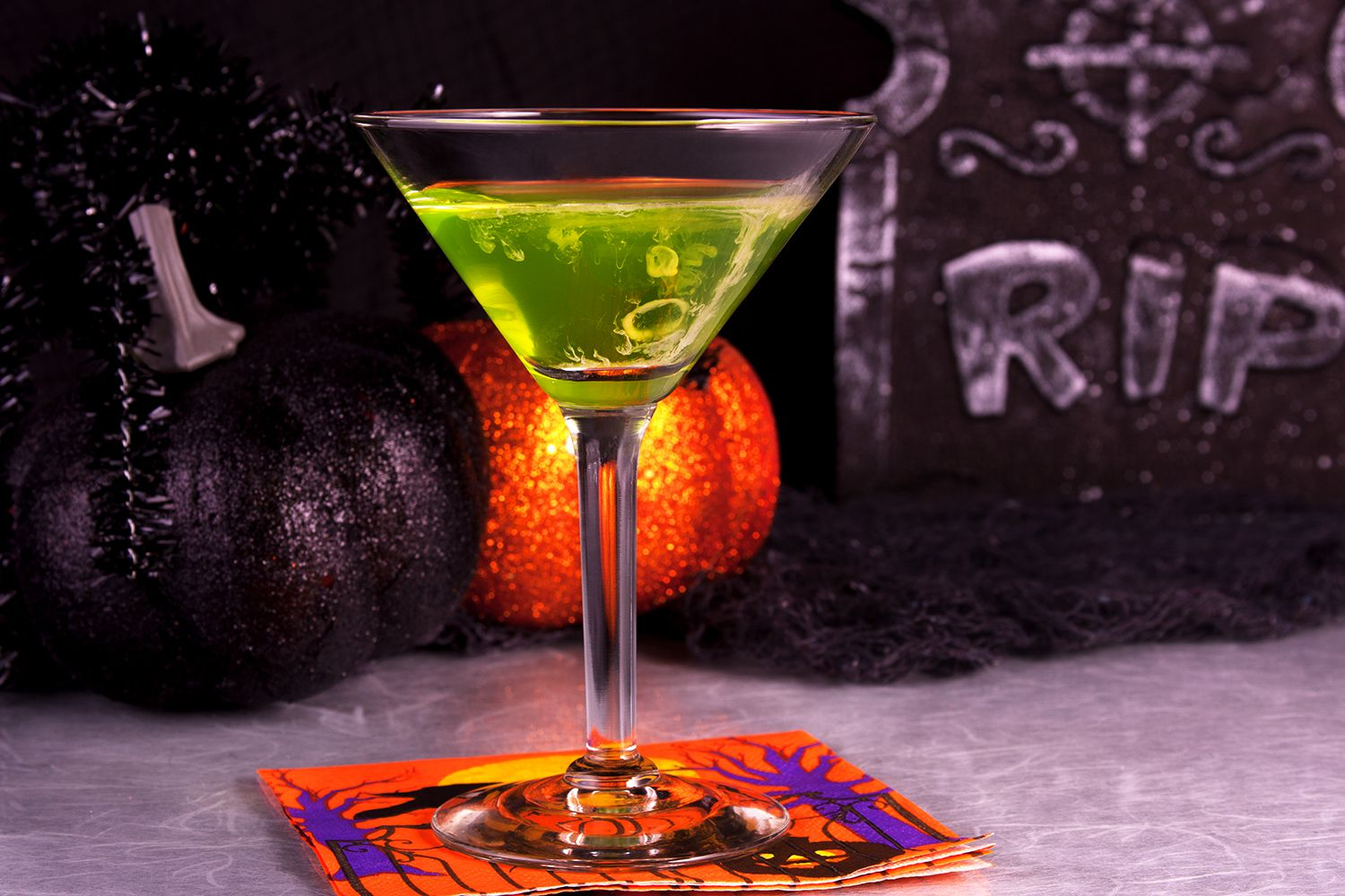40 haunting halloween cocktails and party shots for Cocktail 40 ans