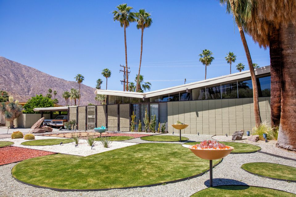 The mid century modern style in palm springs for Twin palms estates palm springs
