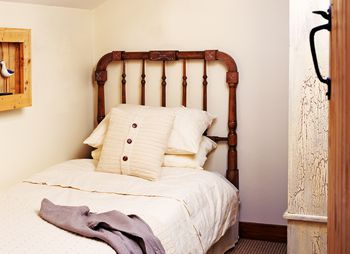 Feng Shui Tips For A Bed Placed Against Wall Bedroom