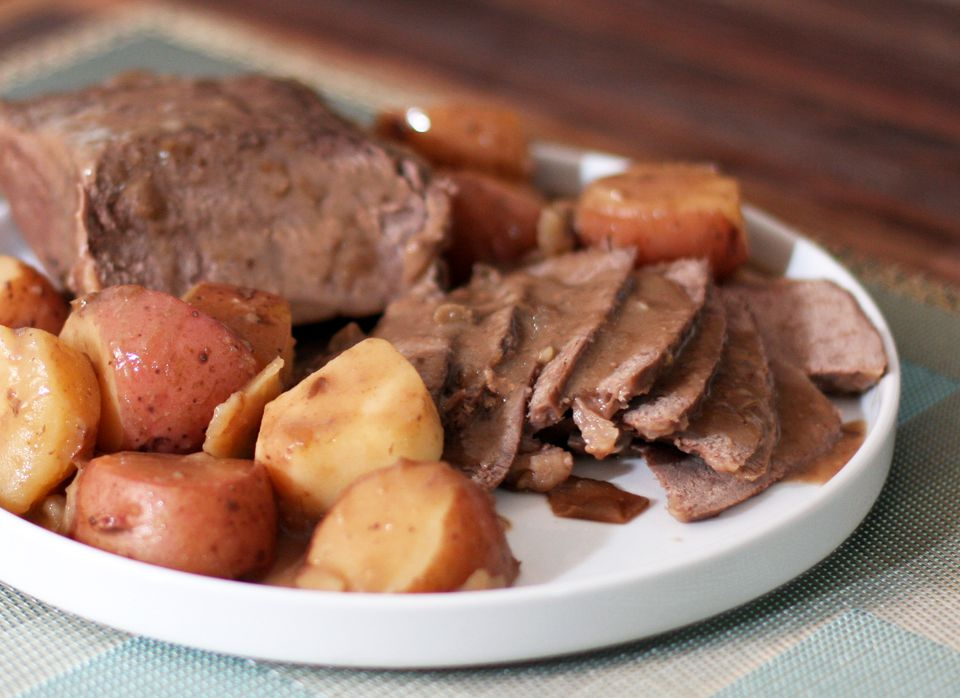 Simple Slow Cooker Pot Roast With Vegetables