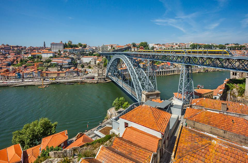 Portugal, Region Norte, Porto, view from Vila Nova de Gaia across the Douro River towards Dom Luís I Bridge and Porto's Ribeira waterfront.