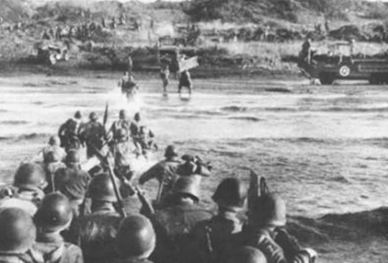 Troops hitting the beach at Anzio, 1944