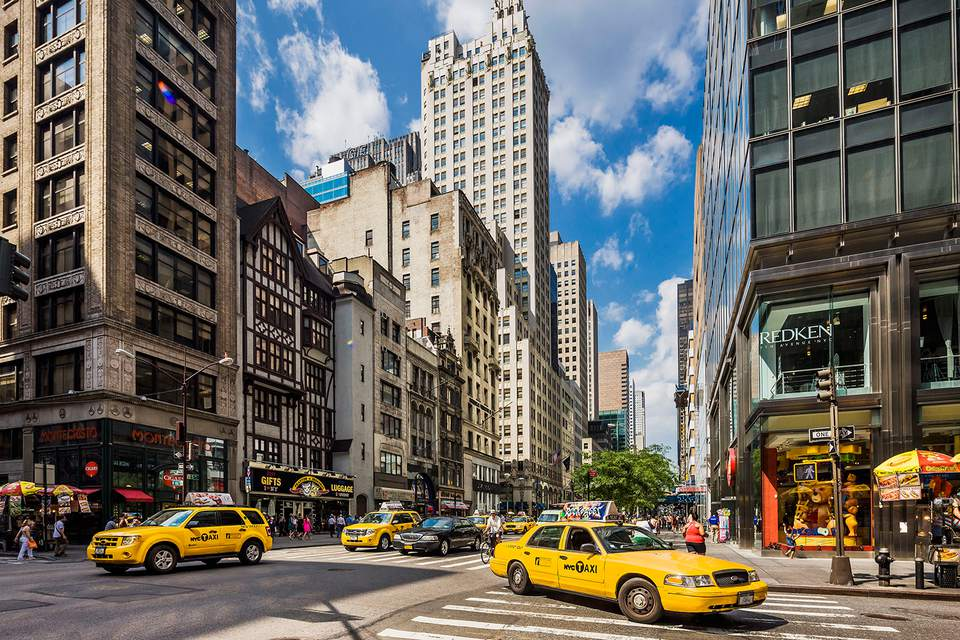 on Fifth Avenue, between 53rd and 54th Streets. Closest parking is available in the ICON Parking Garage located on 53rd and 54th (entrance on both sides) and between 5th and 6th bookbestnj.cfon: Fifth Avenue, New York, , NY.