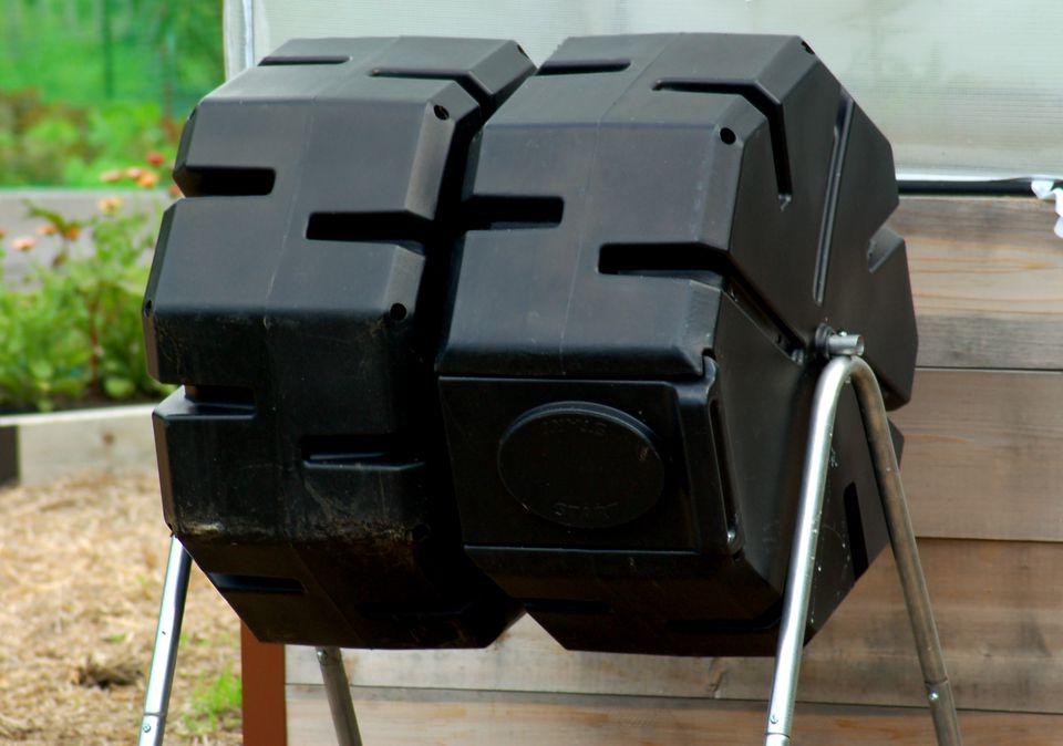 Tumbler compost bins (image) are cleaner than other types. This makes them good against rats.