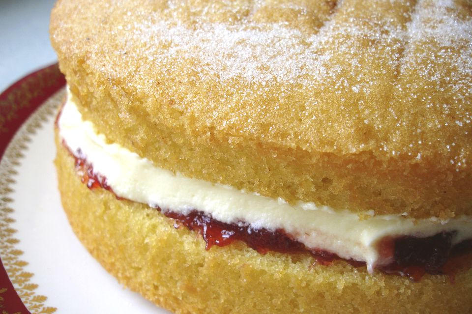 What is a genoise cake?