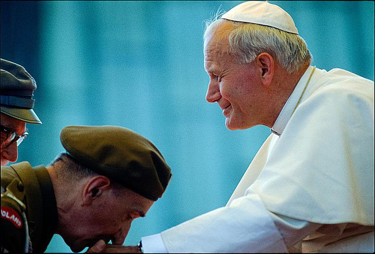 soldier kissing pope's hand