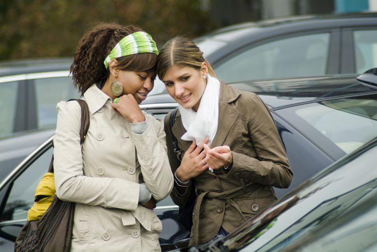 women buying new car