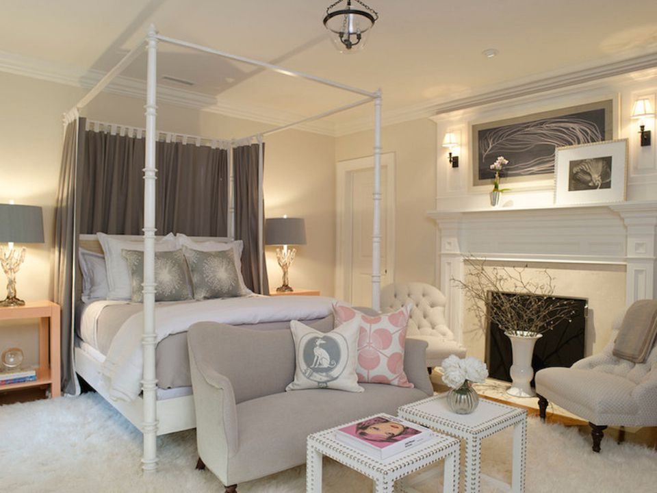 Traditional Bedroom. Canopy bed in traditional bedroom Decorating the Bedroom Traditional Style