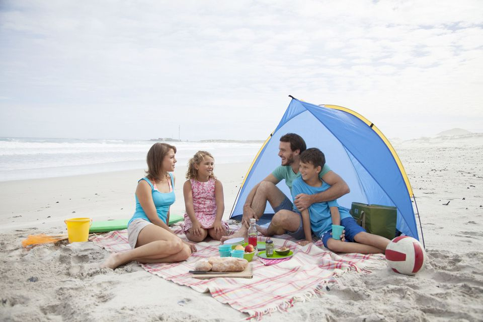 A picture of a family at the beach