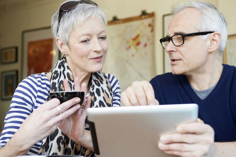 Couple deciding when to start a pension