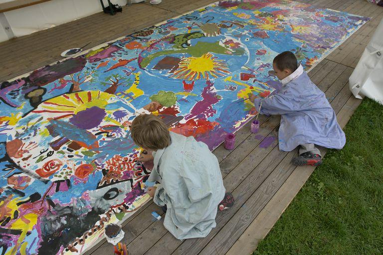 Promoting peace through art for Children s mural artist