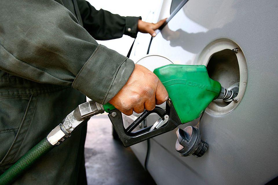 Pemex attendant fills gas tank