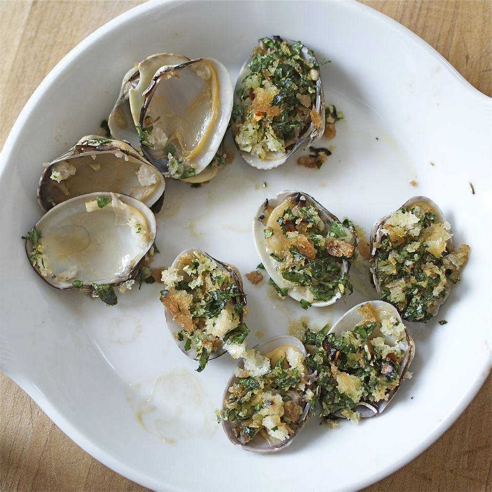 Garlicky Baked Clams