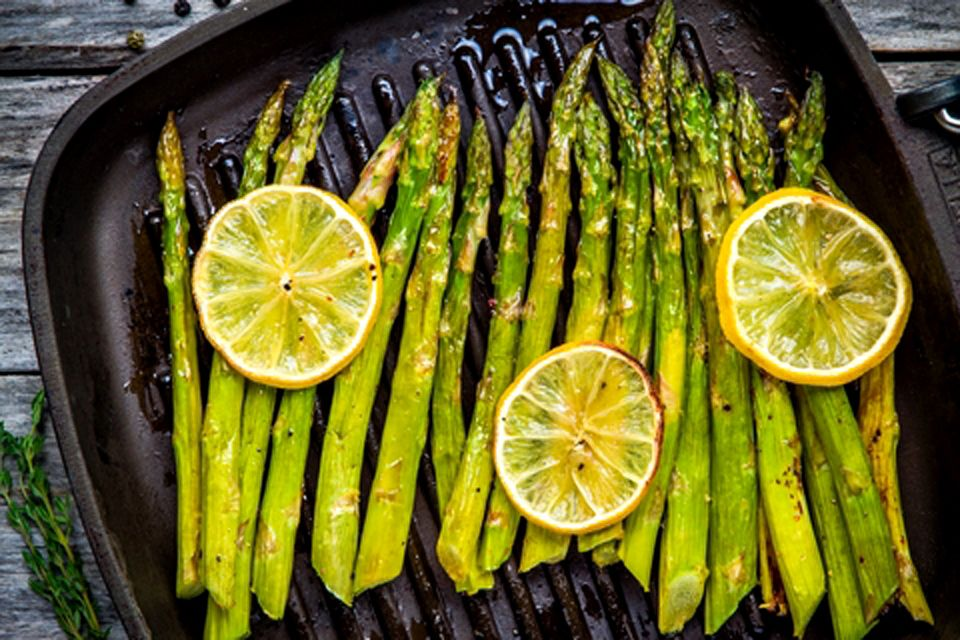Grilled Asparagus with Garlic & Lemon