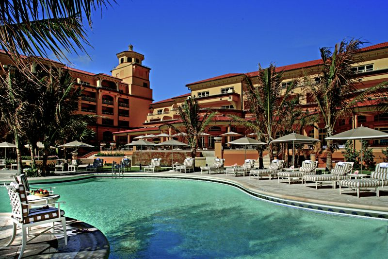Pool at Eau Palm Beach, a great oceanfront hotel in South Florida