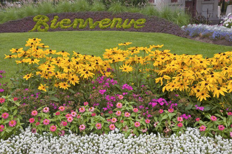 Bienvenue, Welcome, floral sign Oratoire St. Joseph, Saint Joseph's Oratory, Montreal, Quebec, Canada